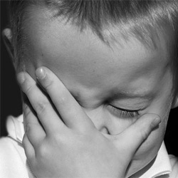 Autism Albastru - De ce tipa sau plang copiii cu autism? - psh. Daniela (Martinescu) Gavankar